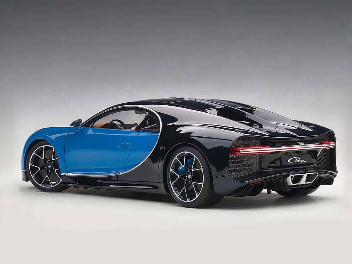 bugatti chiron 1 18 autoart 70993 modelkars. Black Bedroom Furniture Sets. Home Design Ideas